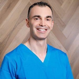 """ד""""ר אופיר זהבי - מנהל המרפאה, D.M.D"""