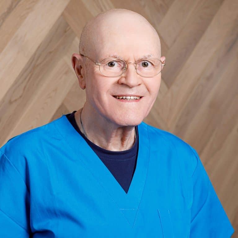 """ד""""ר אלי ריינרט מומחה לשיקום הפה פנים ולסתות"""